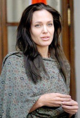 Angelina Jolie regizeaza un film despre Razboiul Bosniac