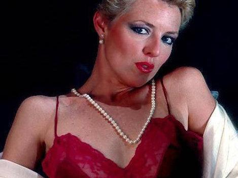 Juliet Anderson a devenit actrita porno la 39 de ani!