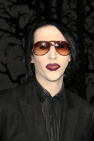 Marilyn Manson isi face autofelatie