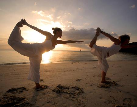 Foloseste yoga pentru a condimenta actul sexual