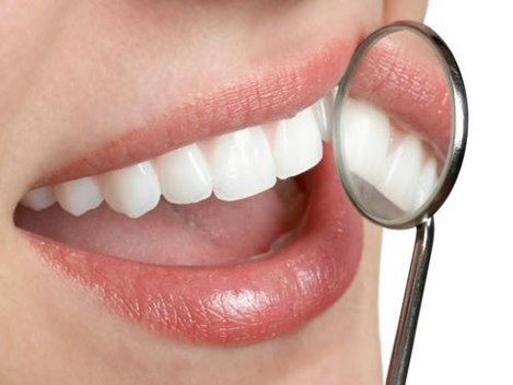 Vrei s� r�mâi îns�rcinat�? Ai grij� de dinţii t�i!