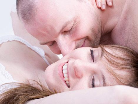 Femeile se plâng c� b�rbaţii nu mai sunt romantici!