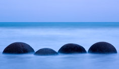 Ce sunt aceste sfere misterioase de pe o plajă din Noua Zeelandă şi cum au apărut?  (FOTO)