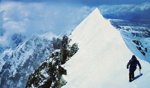 Top 10 cei mai periculosi munti din lume