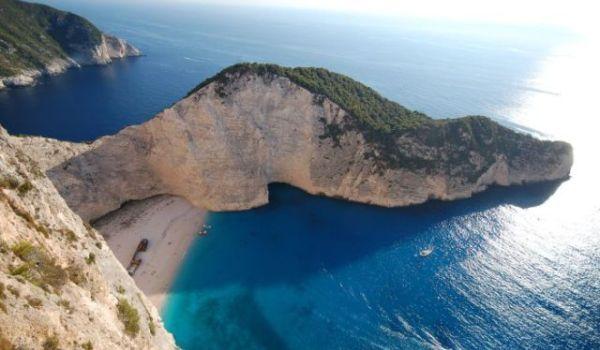 Plaja Navagio – un colt de paradis terestru (FOTO)