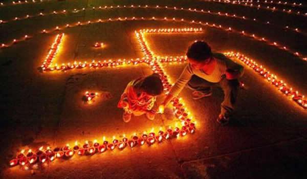 India în sărbătoare. Povestea a două festivaluri