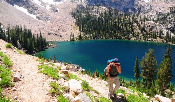10 propuneri pentru o vacanţă cu rucsacul