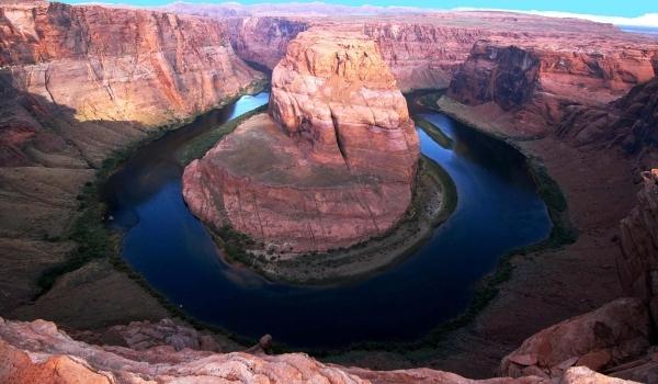 Lacuri cu forme şi ţărmuri neobişnuite