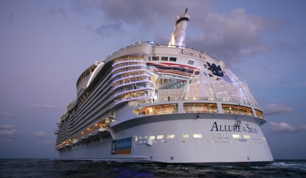 Cel mai mare vas de                      pasageri - Allure of the Seas