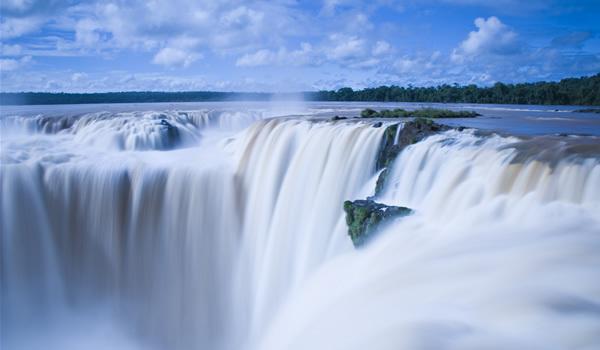 Iguazu – Acolo unde Apa se uneşte cu Cerul