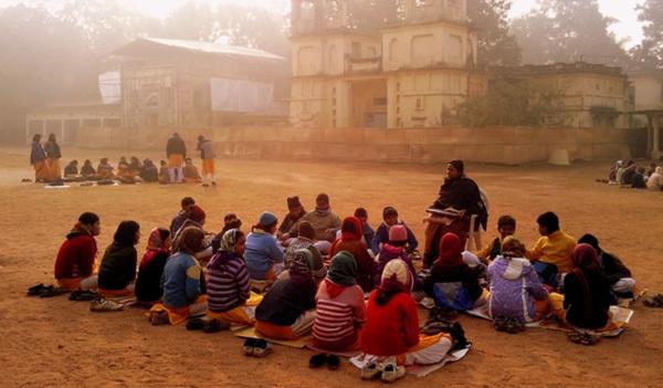 Şcoală la umbră copacilor: Universitatea din Shantiniketan, India