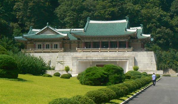 Turist în Coreea de Nord - EP. 7: La expoziţia cadourilor primite de cei doi