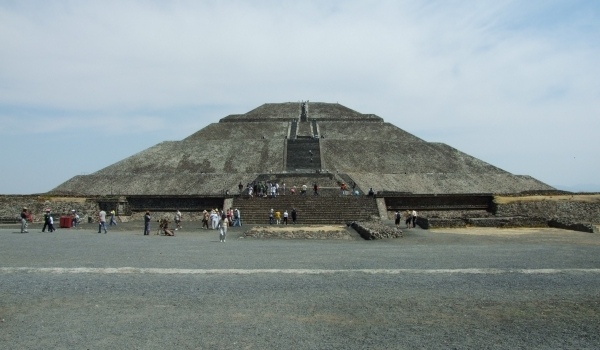 Piramidele tăcute de la Teotihuacán