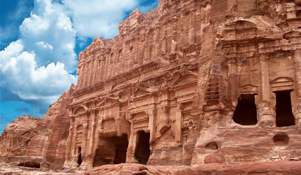 Petra – minunea din piatră a deşertului iordanian