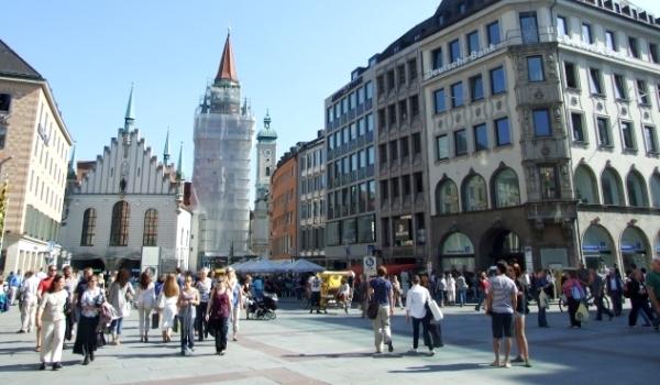 Coborâţi FLAPS-urile pentru aterizare: în inima München-ului