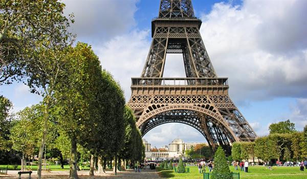 """""""Doamna de fier"""" a Parisului"""