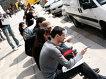 Reprezentanţi medicali şi librari: unde vor să mai muncească românii