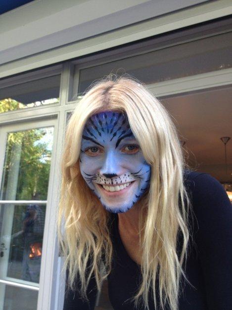 Gwyneth pictată pe față