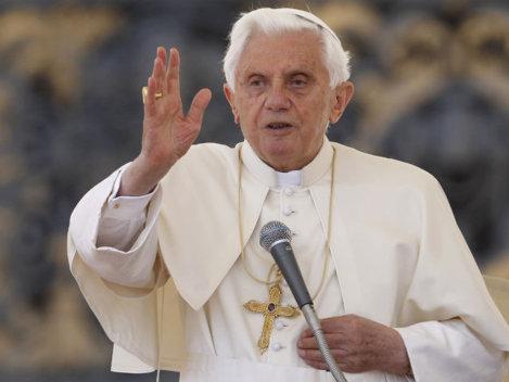 Vaticanul isi sporeste prezenta pe net: acum si pe Facebook, Twitter si YouTube