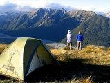 Vacanta la cort: Ce trebuie sa stii cand mergi cu cortul