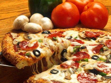REŢETE PIZZA: 12 reţete pentru pizza