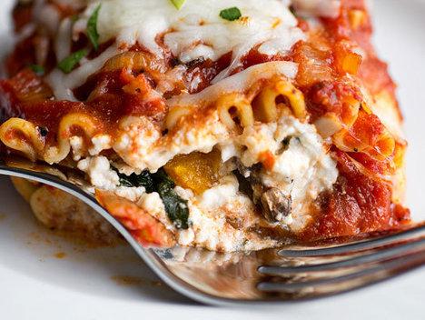 Reţetă lasagna cu roşii şi ricotta