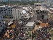 O clădire cu opt etaje s-a prăbuşit azi dimineaţă, în Bangladesh