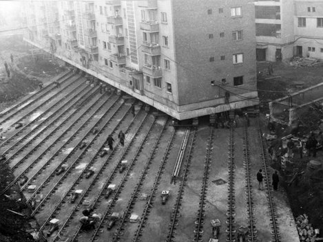 Cum a mutat Ceauşescu un bloc din Alba Iulia, cu locatarii în el! (Foto)