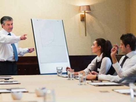 10 trucuri pentru a părea inteligent în timpul şedinţelor!