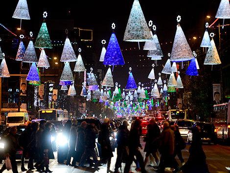 Luminiţele de Crăciun se aprind în noiembrie