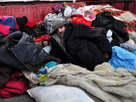 Un bărbat fără adăpost recompensat după ce i-a dat ultimii săi bani unui student