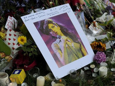 Amy Winehouse, incinerata astazi in cadrul unei ceremonii discrete
