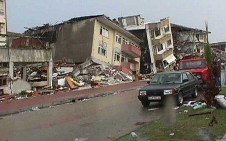 Multe cladiri au fost distruse de cutremur