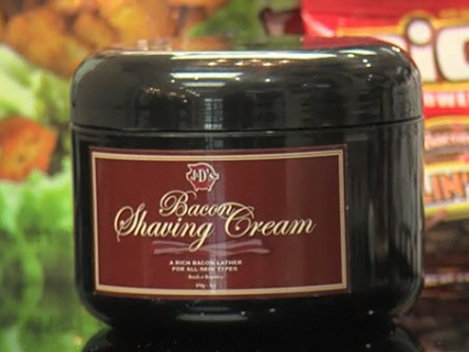 Ai încerca spuma de ras cu miros de şuncă?