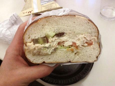 Adaosurile oribile la gust adăugate în sandvişuri pentru a păstra gramajul indicat pe etichetă