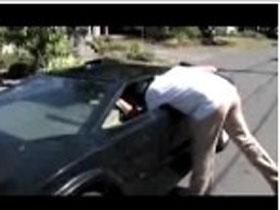 Coboratul din masina a devenit sport extrem pentru unii (VIDEO)