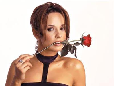 Andreea Marin se face cantareata pop