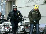 A păcălit poliţiştii, pretinzând că urinează în public (Video)
