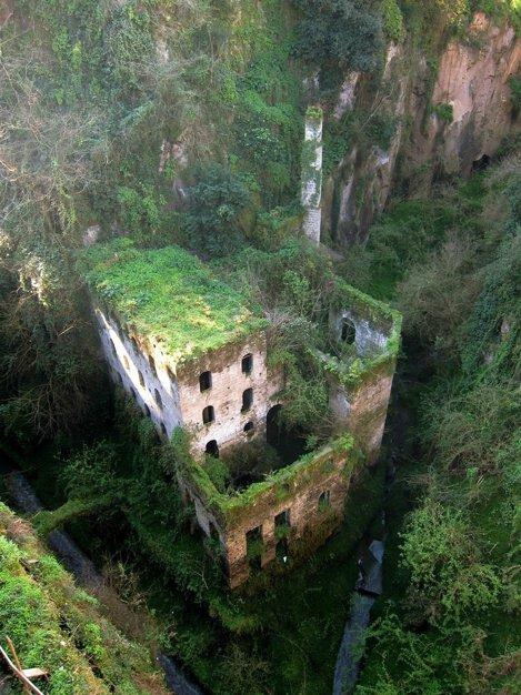 Moară abandonată din 1866 în Sorrento, Italia