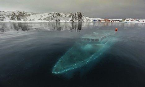 Iaht scufundat în Antarctica