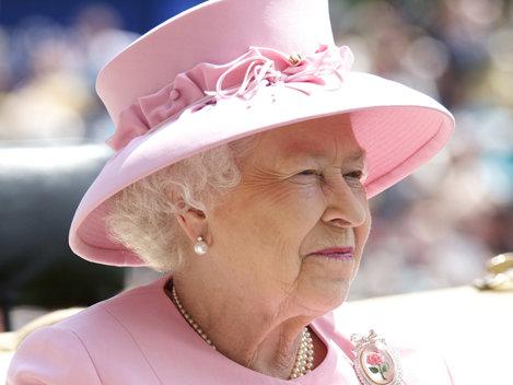 Ce conţine geanta reginei Elisabeta a II-a