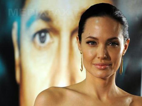 Angelina Jolie, primele declaraţii după operaţia de extirpare a ovarelor