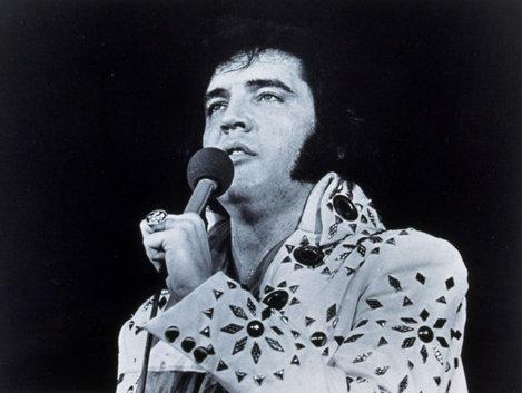 Elvis Presley a devenit regele rock'n'roll-ului