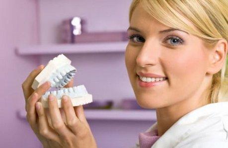 Liechtensteinul este cel mai mare exportator de dinți falși