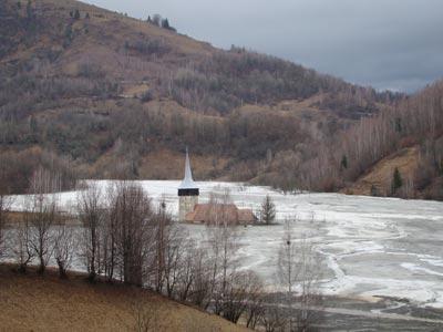 Un sat din Romania, blestemat si binecuvantat in acelasi timp