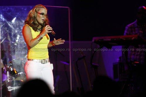 Anastacia a cantat in fata a 2000 de oameni la Bucuresti