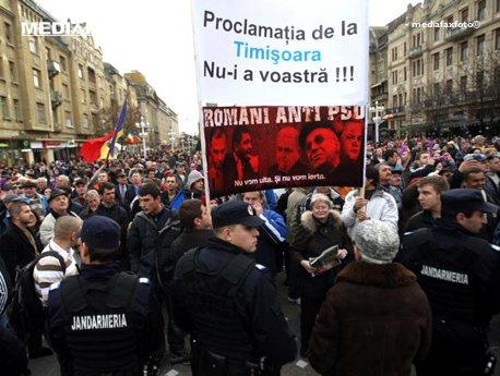 Jandarmii au folosit spray lacrimogen pentru a-i calma pe manifestantii anti-PSD