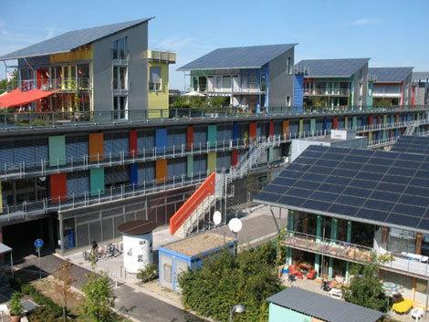 Oraşul solar: Produce de patru ori mai multă energie decât consumă