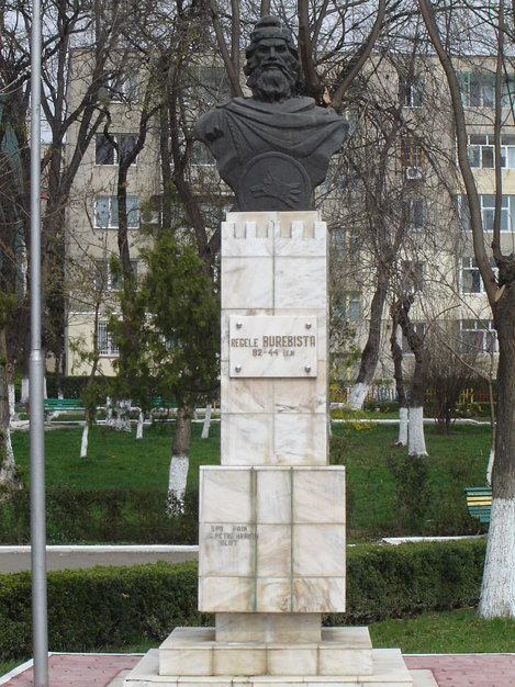 Burebista statue in Calarasi