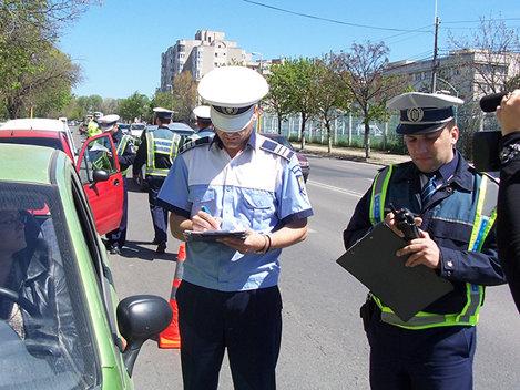 Amenzi de până la 5.000 de lei pentru şoferii care fac pe taximetriştii fără acte în regulă